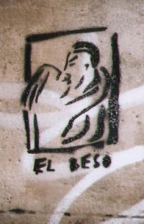 20051223163643-el-beso-graffiti.jpg