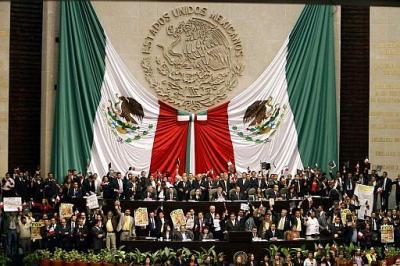 El Presidente de México, Vicente Fox, no puede leer el Informe Presidencial en el Congreso